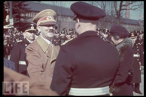 Hitler-en-couleurs_3_defaultbody