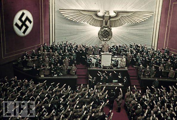 Hitler-en-couleurs_4_defaultbody