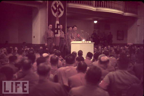 Hitler-en-couleurs_5_defaultbody